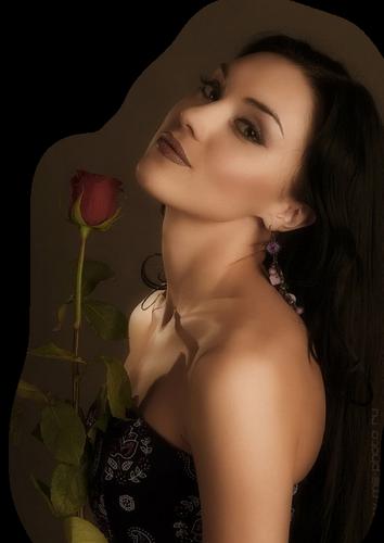 femme avec une rose rouge tige8xgYsGw__9jCtFy-Qs1B71vsKCM
