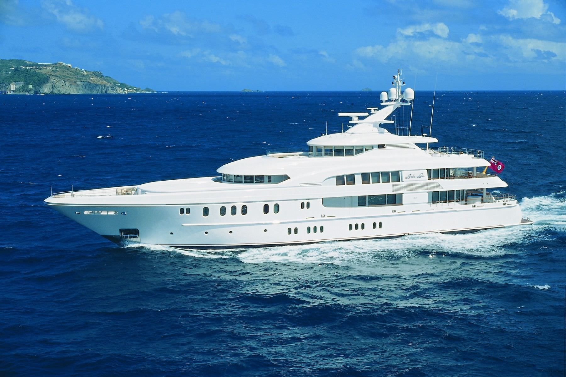 mega-yacht-luxe-coque-deplacement-20209-196551