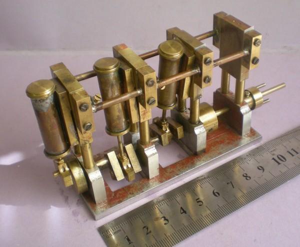 moteur tri-cylindre de 2 cm3 150830061356830128