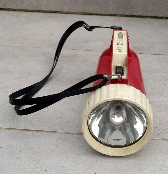 lampe torche et triangle de présignalisation  151204060747992610