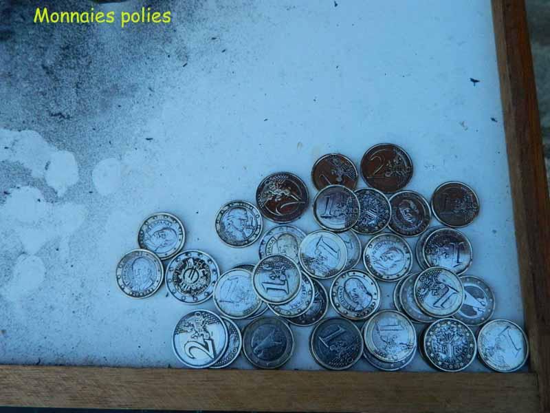 Nettoyage des monnaies un et deux euros trouv es la for Nettoyage a l acide chlorhydrique
