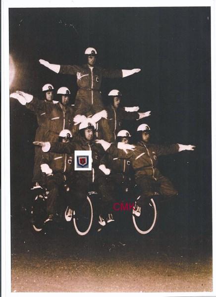 Création  des Premières acrobaties Motos en 1952 151231045911807819