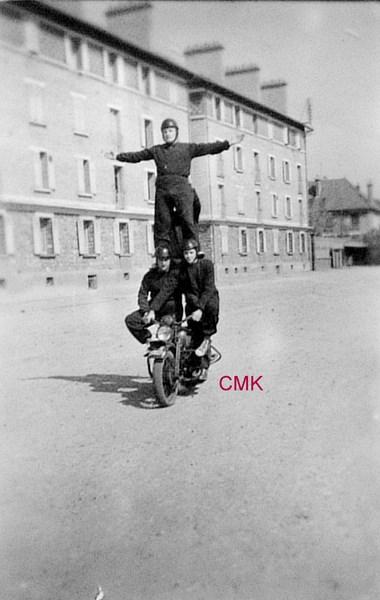 Création  des Premières acrobaties Motos en 1952 15123104592578557