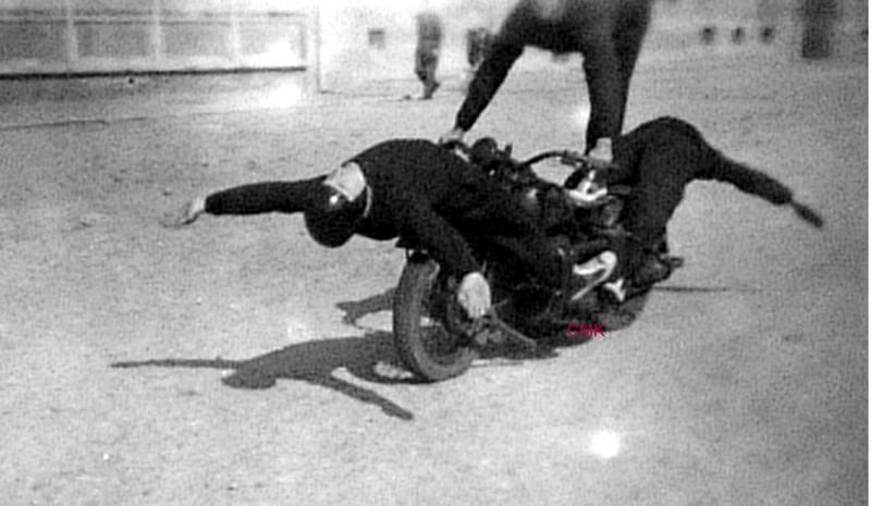 Création  des Premières acrobaties Motos en 1952 151231045926367768