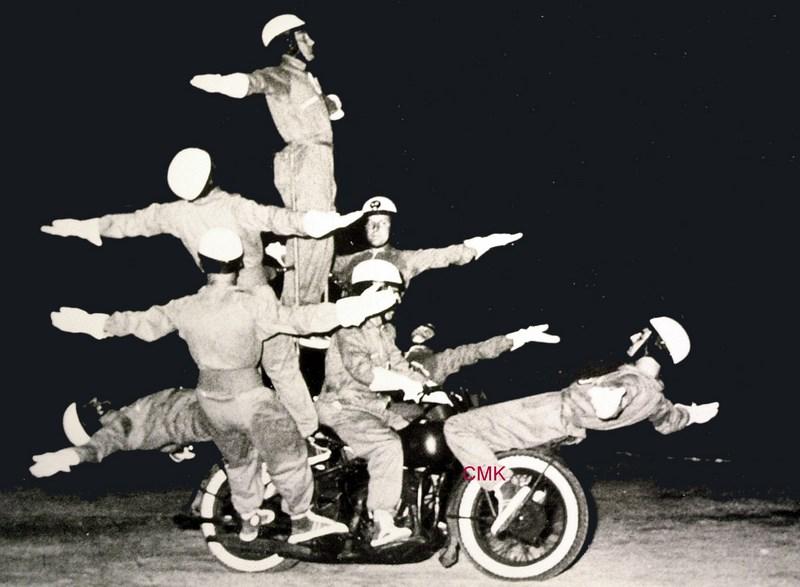 Création  des Premières acrobaties Motos en 1952 151231045928353036