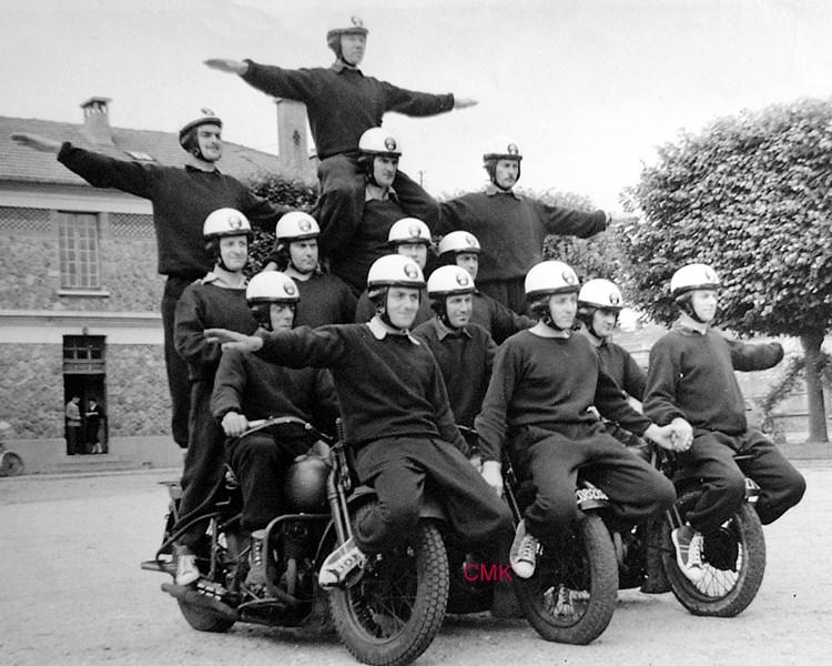 Création  des Premières acrobaties Motos en 1952 151231045930128928