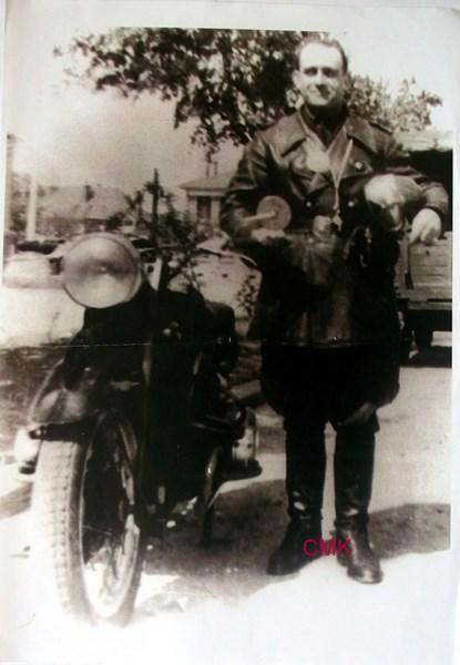 Création  des Premières acrobaties Motos en 1952 160103125821312285