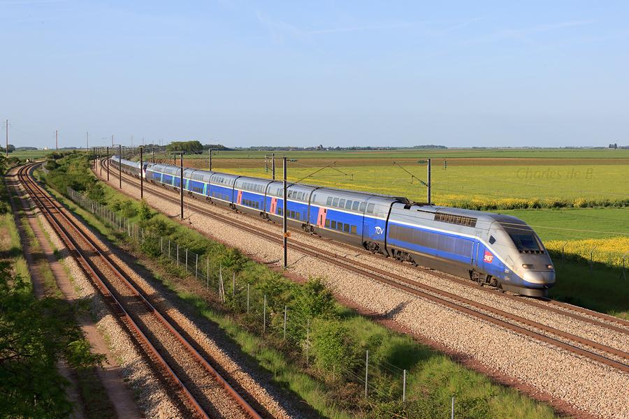 IMG_9086apj_17.05.2015.TGV.293+501.TGV.5240+5454.Lille.Flandres.Strasbourg-Bordeaux.Saint.Jean_Boisville.La.Saint.Père(mp)
