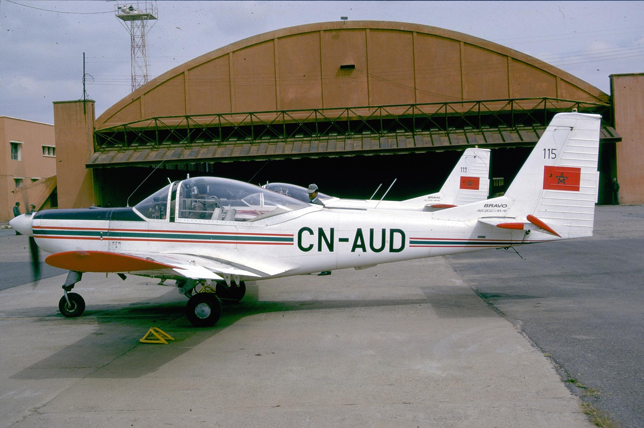 FRA: Photos avions d'entrainement et anti insurrection - Page 8 160119021339874334