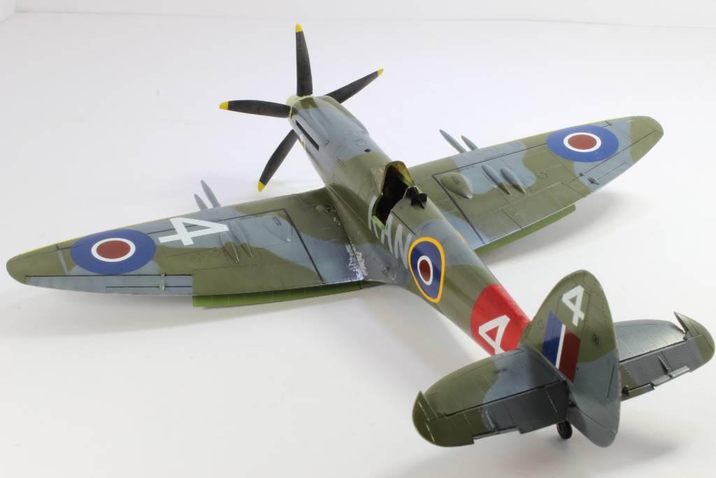 Spitfire F MK 22 , Eduard 1/48 .Limited édition ! 160227090929972155