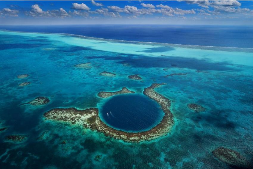La Balade du Jour : Admirez le Great Blue Hole, fosse océanique située au Belize ! Par Maxime Magnier (+vidéo 22mn sur Bidfoly.com)                              160328073218935119