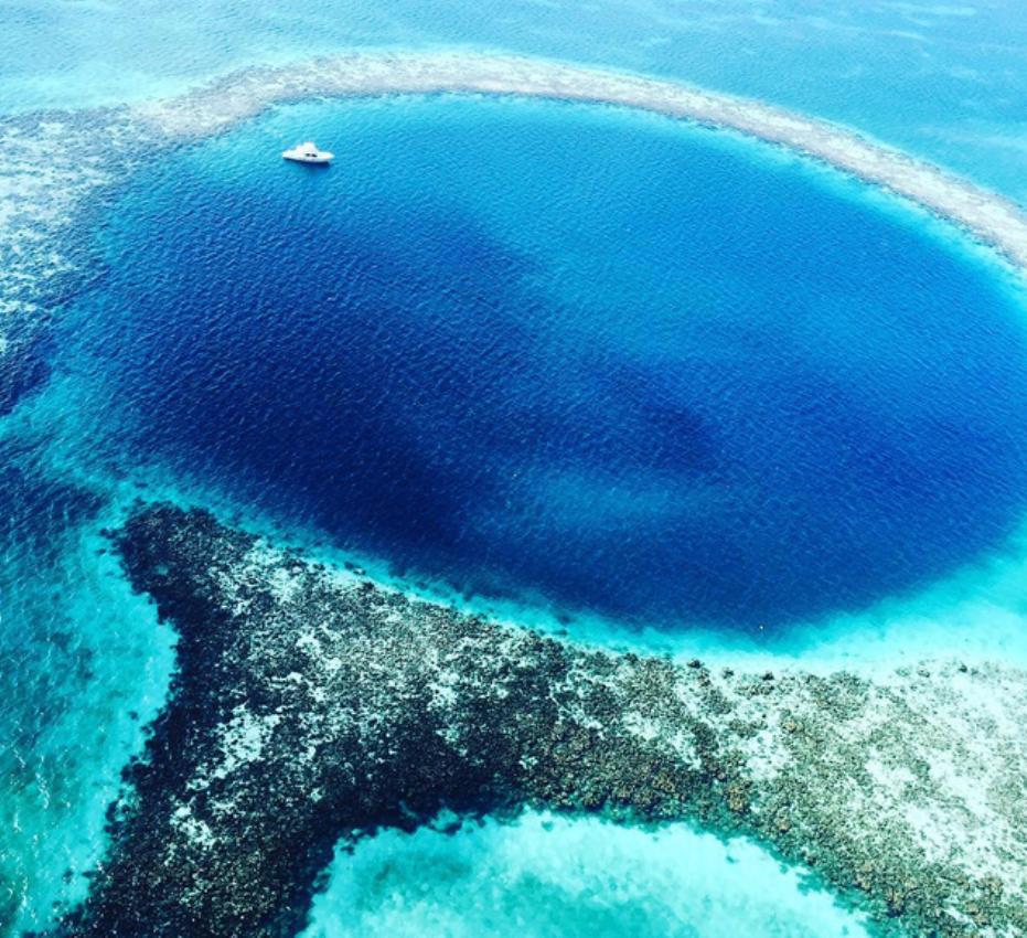 La Balade du Jour : Admirez le Great Blue Hole, fosse océanique située au Belize ! Par Maxime Magnier (+vidéo 22mn sur Bidfoly.com)                              160328073221826403
