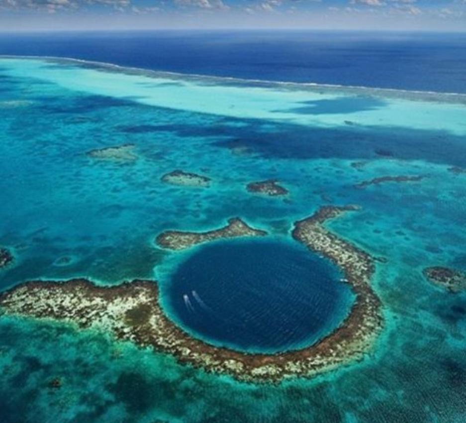 La Balade du Jour : Admirez le Great Blue Hole, fosse océanique située au Belize ! Par Maxime Magnier (+vidéo 22mn sur Bidfoly.com)                              160328073224359137