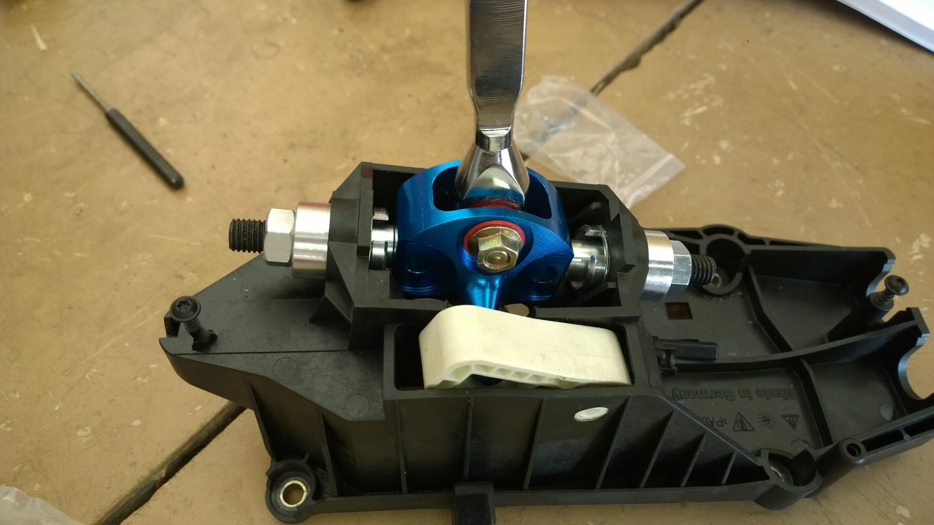 Dispo: Short Shifter monté sur roulements. 160406082900704834