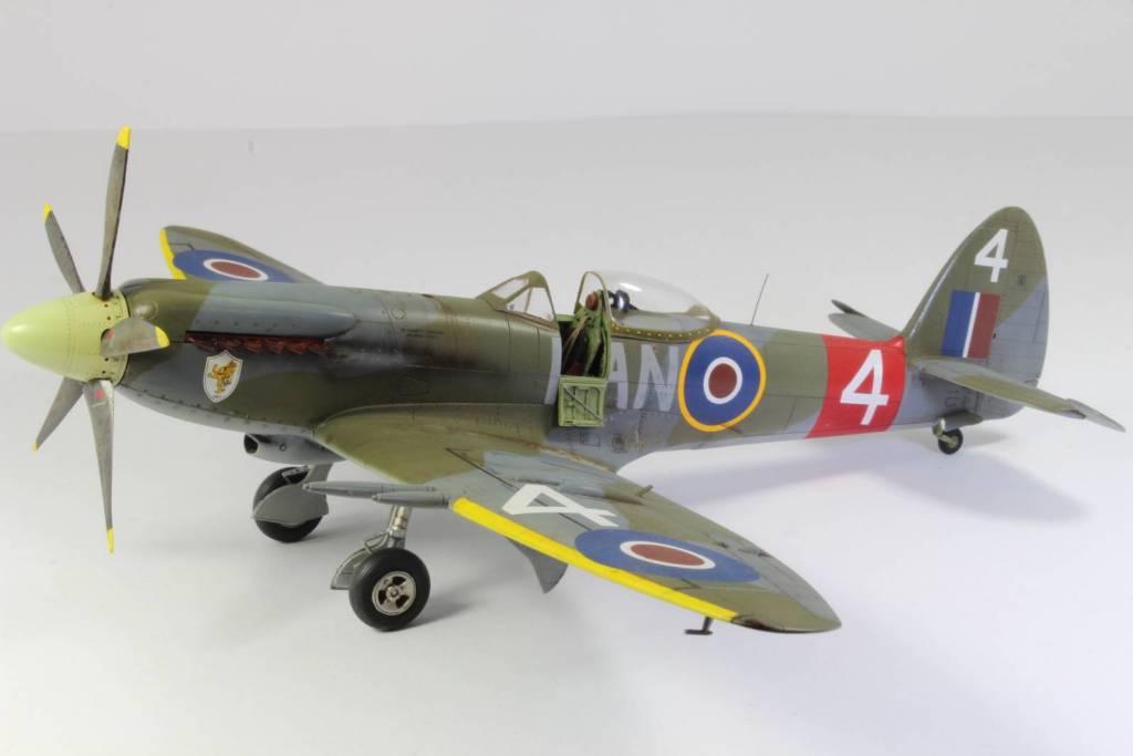 Spitfire F MK 22 , Eduard 1/48 .Limited édition ! 160413104818483306