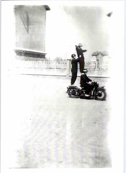 mon enfance ,à la Garde  Républicaine,au 1er GBGR à Satory (78) 160416041847337487