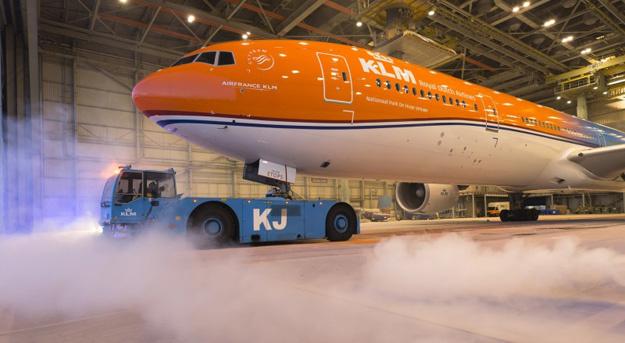 klm-777-300-ph-bva-16-orangepridegrdklmlr
