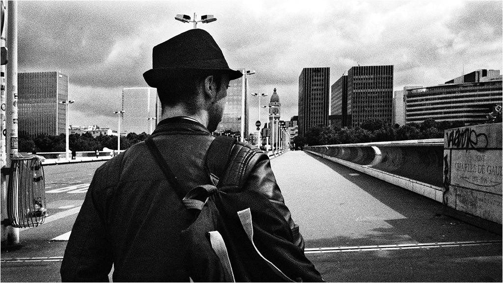 """"""" L'homme au chapeau qui mesure la vitesse du vent """" 16062207532879785"""