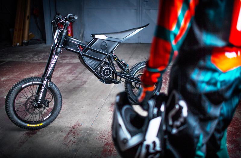 Kuberg Freerider : Un engin à mis chemin entre BMX et moto électrique ! Par Fabien (buzzecolo.com)                                          160725035052901918