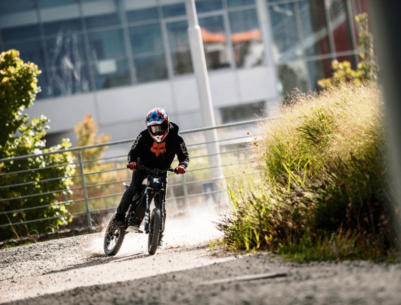 Kuberg Freerider : Un engin à mis chemin entre BMX et moto électrique ! Par Fabien (buzzecolo.com)                                          160725035058136401