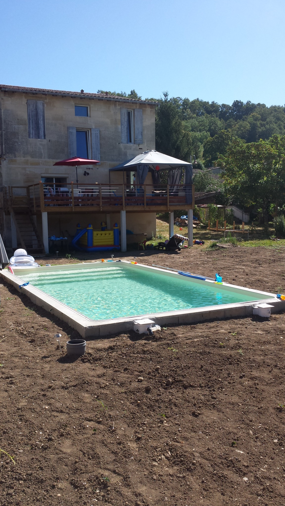 Piscine ma u00e7onn u00e9e + terrasse sur u00e9lev u00e9e (Gironde 33