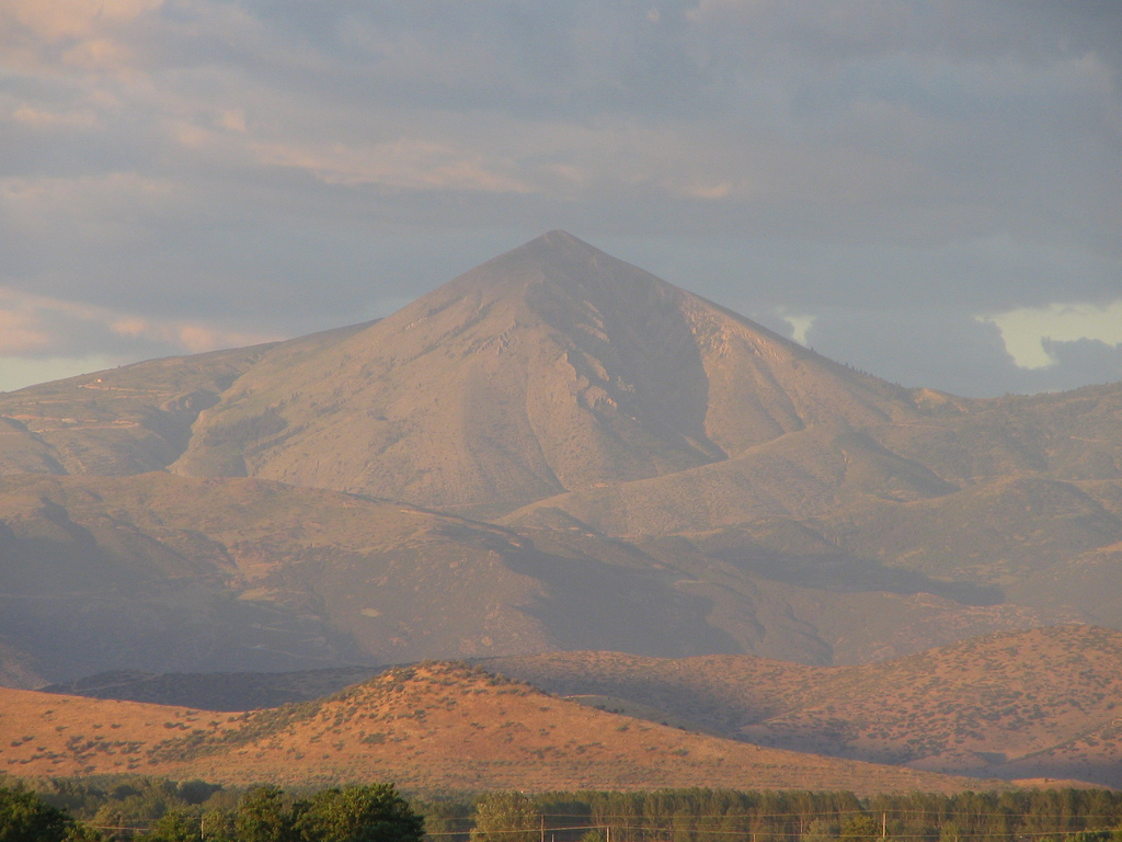Kisavos_(Ossa)_mountain,_Thessaly,_Greece