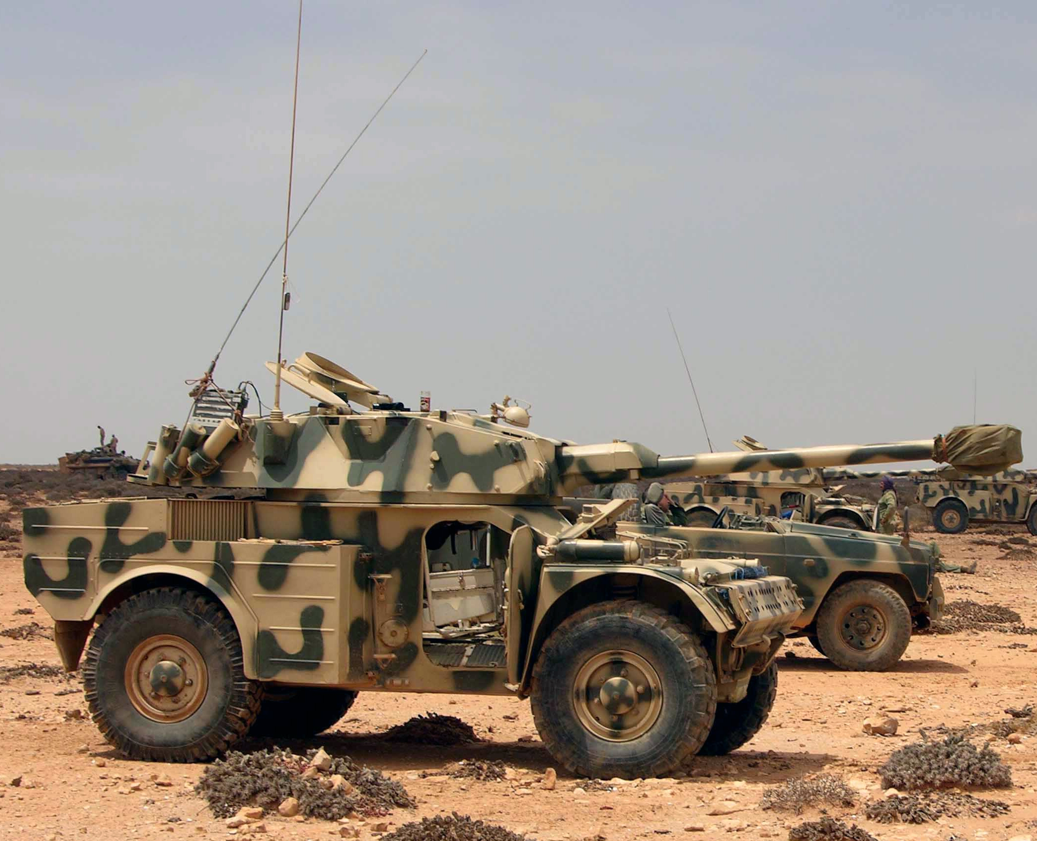 Panhrad AML-90 et Eland-90 Mk6 161007084952415676