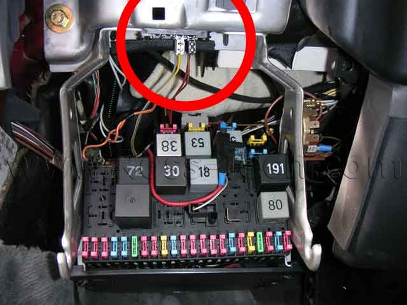 Vw beetle fuse box location