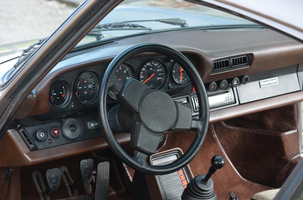Int rieur int porsche 911 3 0 sc detailing esthauto for Interieur 911 sc