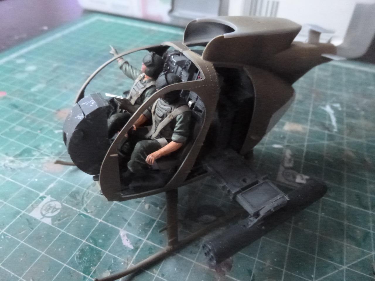 Hélicoptère AH6 little bird + équipage  Dragon 1/35 - Page 2 170627101444385732