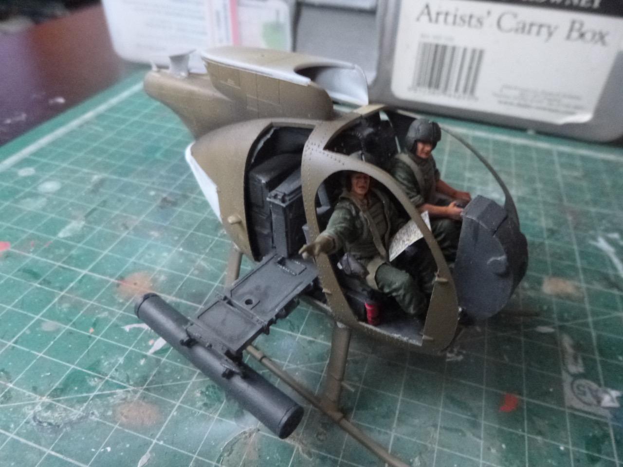 Hélicoptère AH6 little bird + équipage  Dragon 1/35 - Page 2 170627101941117564