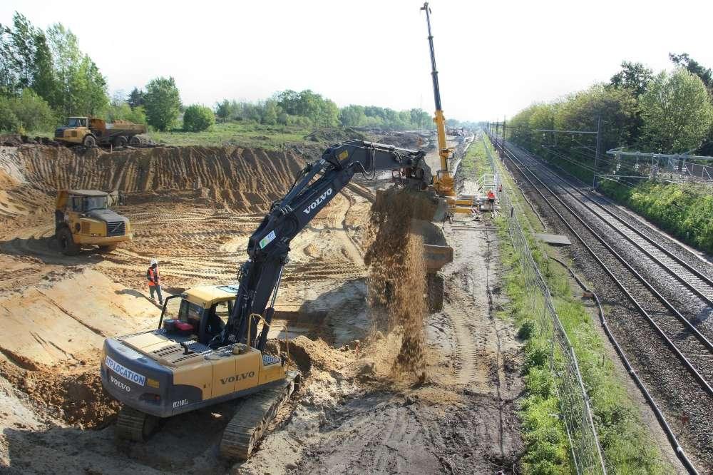 2012-une-autre-vue-du-chantier-de-la-ligne-grande-vitesse-lgv-sur-la-commune-d-ambares-en-gironde-au-pont-de-la-gorp